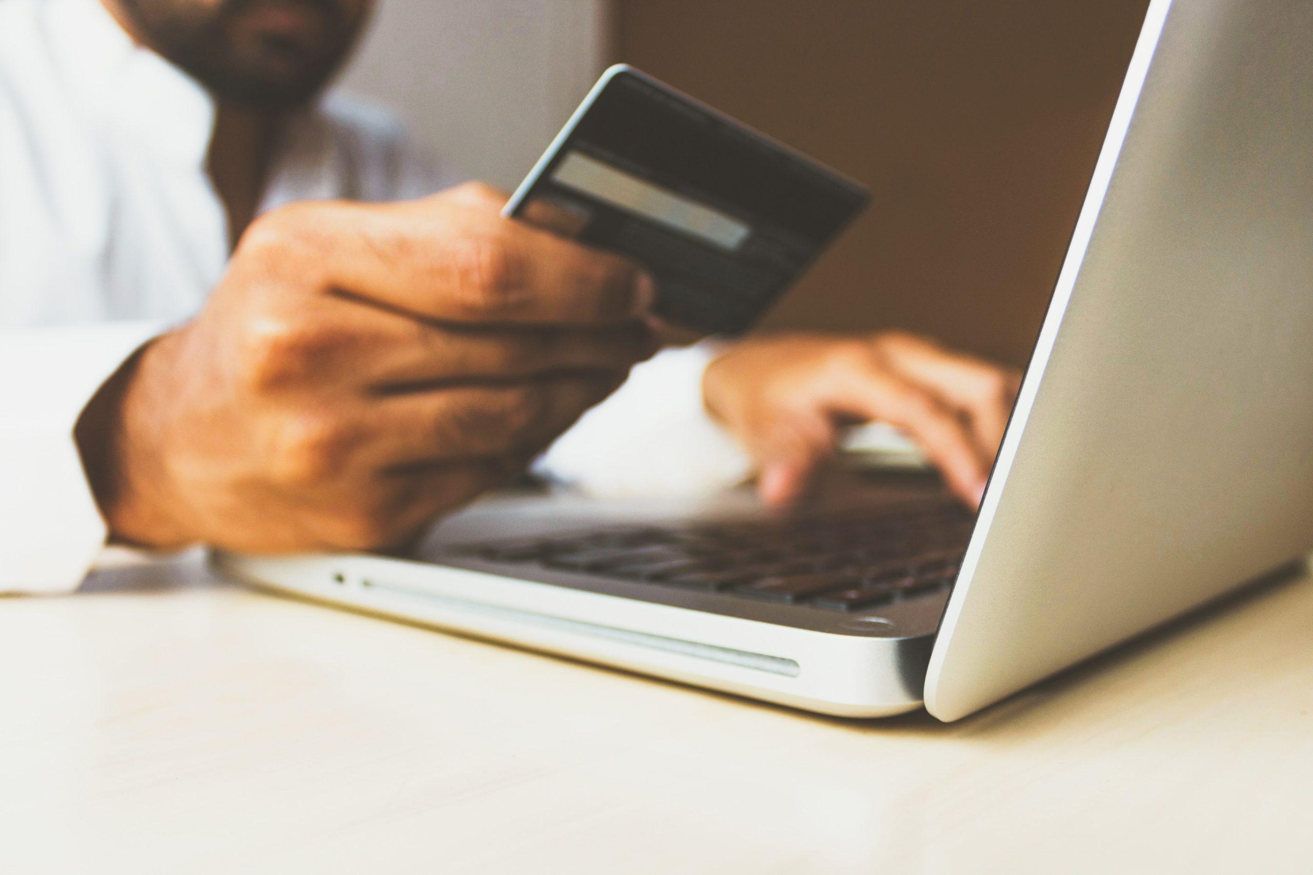 クレジットカードクレジット機能付きのデビットカード